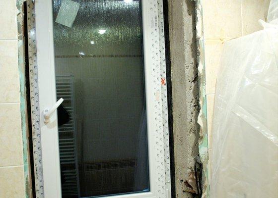 Oprava koupelny po rekonstrukci rozvodů a po osazení okna