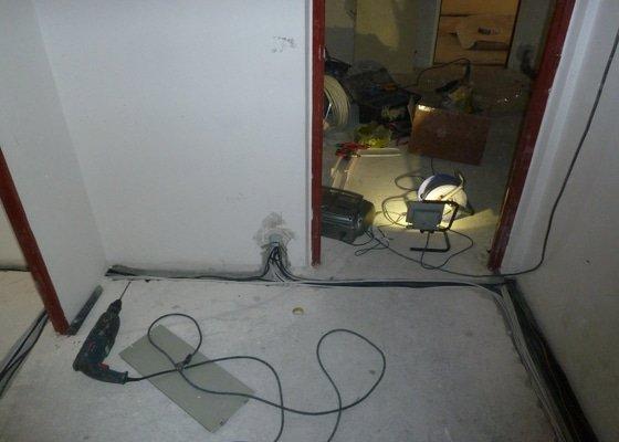 Kompletní rekonstrukce elektrických rozvodů v panelovém bytě 4+1