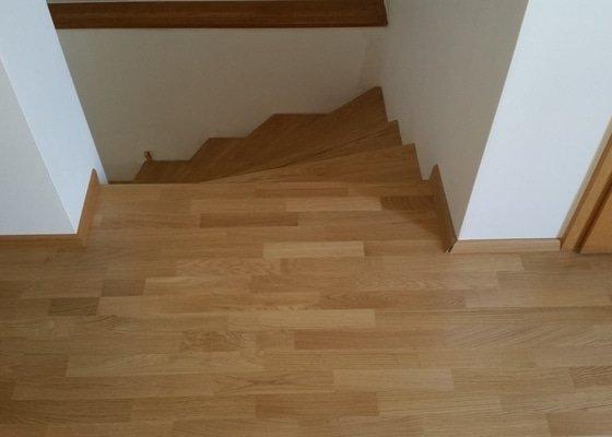Pokládka venkovní terasy, rekonstrukce koupelny, pokládka dřevěné podlahy a schodů, malování