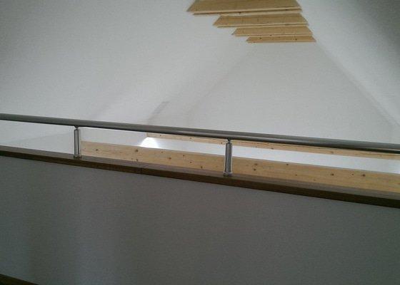 Dodávka a montáž hliníkového zábradlí na schodiště