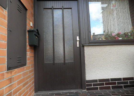 Zkrácení vchodových dveří