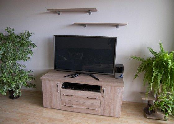 Kuchyňská linka a skříňka pod TV