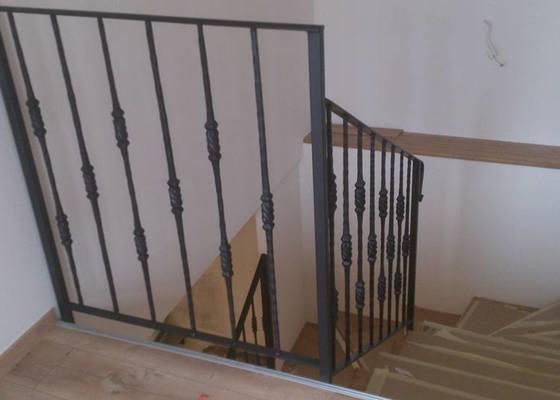 Kovové zábradlí na schodiště