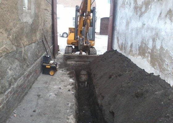 Výkop kanalizace 50m