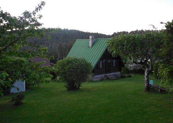 Chata - nátěr plechové střechy