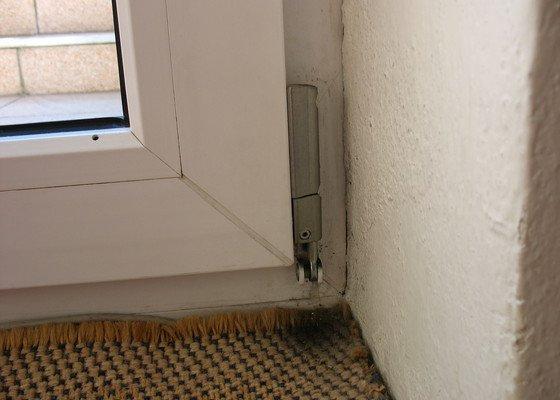 Oprava pantů na balkonových dveřích