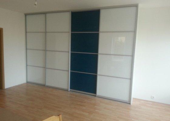 Posuvná stěna - 4 šoupací dveře