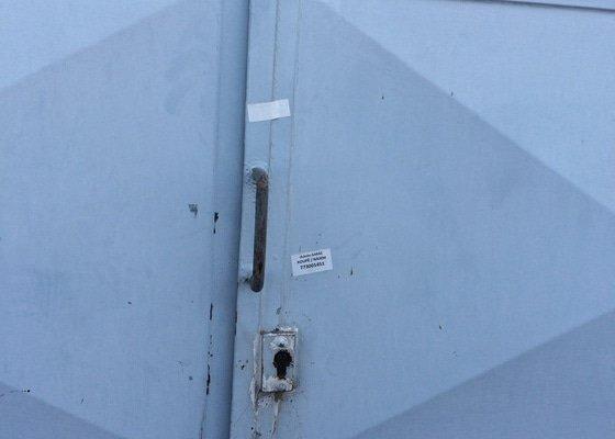 Otevření plechových garážových vrat