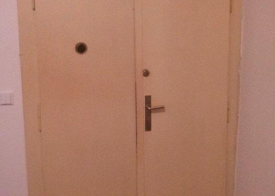 Repase vchodových dveří bytu