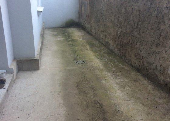 Výběr vhodné venkovní dlažby, její dodání a pokládka na 23m2, oprava/úprava soklu