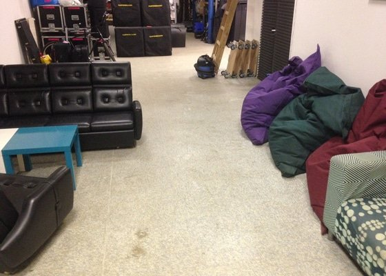 Vyčištění podlahy (linoleum) v našem skladu