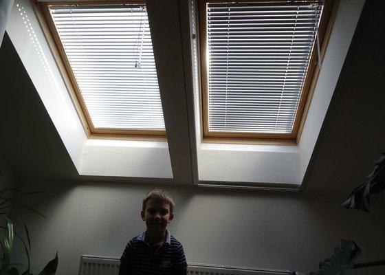 Žaluzie do střešních oken Velux.