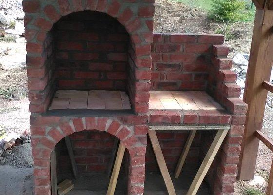 Stavba zahradního cihlového grilu