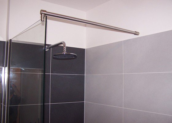 Sprchovou zástěnu na vanu