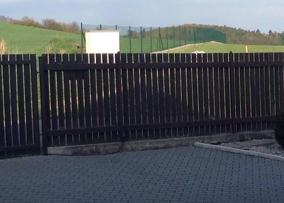 Nátěr dřevěného plotu