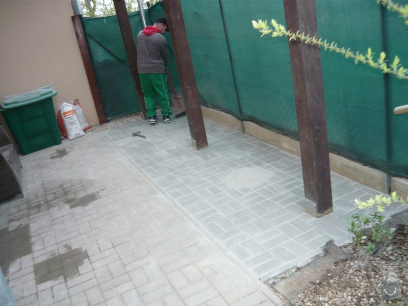 Rozšíření zámkové terasy: P1050053