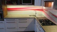 Grafická skleněná zada kuchynské linky