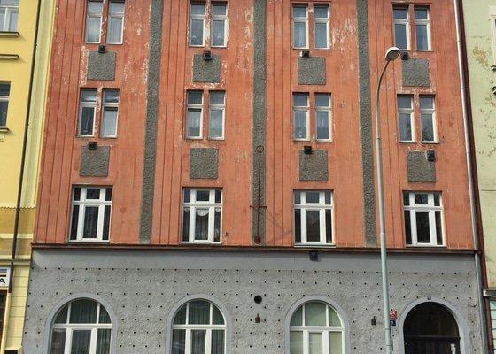 Oprava a nátěr uliční fasády bytového domu