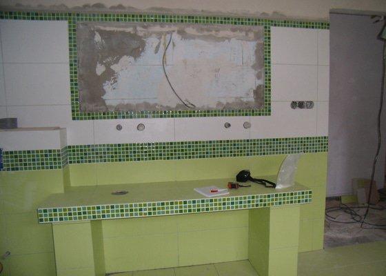 Obložení obývacího pokoje kamenem a koupelny + mozaika