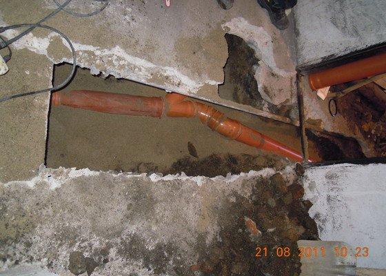 Oprava spodních rozvodů kanalizace v RD