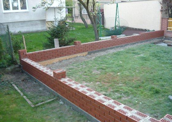 Stavba zděného plotu z cihel Klinker Praha 10