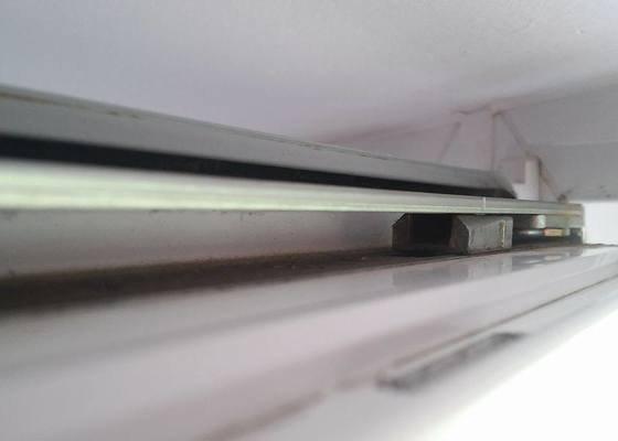 Servis balkonových dvěří - ulomený pant