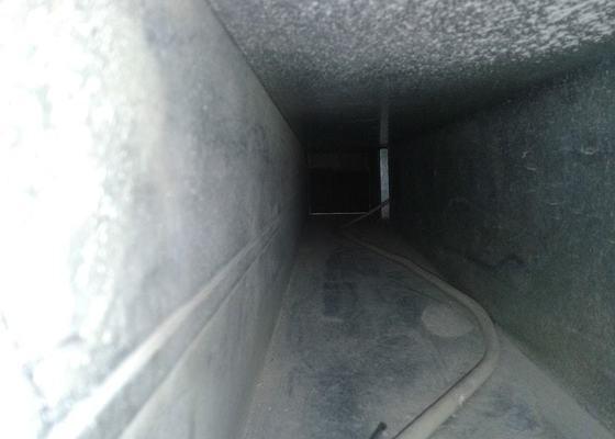Vyčištění roury vzduchotechniky a nasazení mřížky