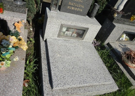 Čištění náhrobku
