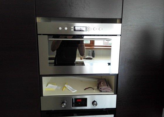 Uprava kuchynske linky pro vestavenou mikrovlnku