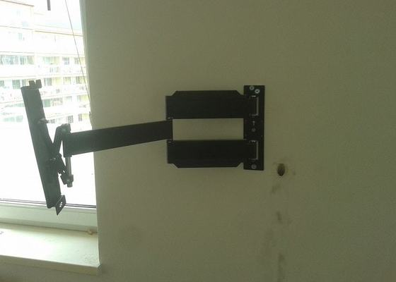 Instalace_TV_drzaku__vysekani_drazky_na_kabel__instalace_svetel__instalace_hacku_na_promitaci_platno_(2)