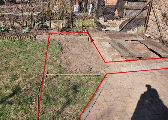 Zámková dlažba cca 1,5x3m na zahradě