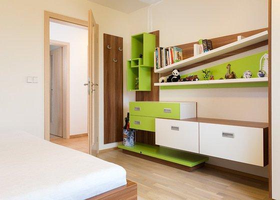 Chlapecký pokoj s akcentem zelené
