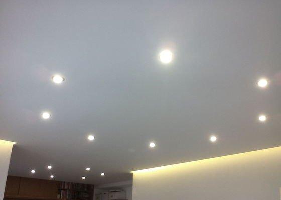 Sádrokartonové stropní podhledy s osvětlením