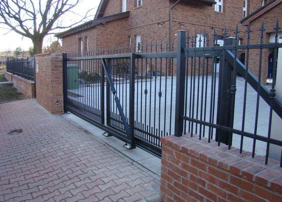 Realizace plotu,brán,branky,zámková dlažba