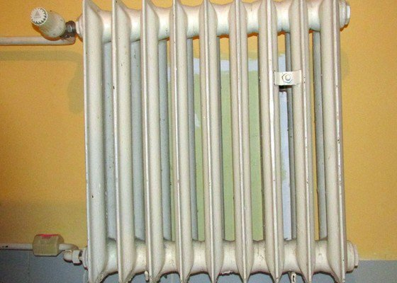 Výměna 4 litinových radiátorů za plechové