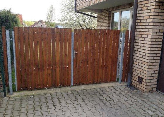Vjezdová dvoukřídlá brána včetně instalace