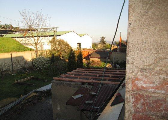 Montaz stresniho okna.vystavba odlehcene strechy na pristavbu
