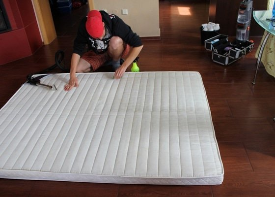 Čištění matrací