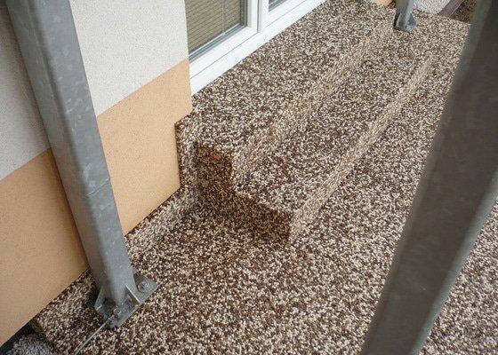 Pokladka kamenneho koberce na schody
