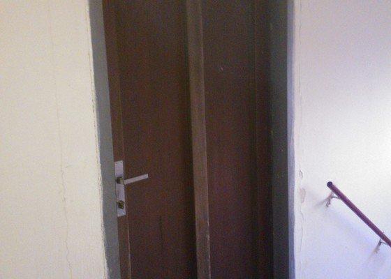 Osazení 2x plastové plné dveře