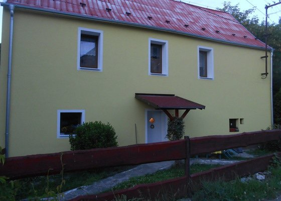 Vnější zateplení domu a očištění a nátěr plechové střechy