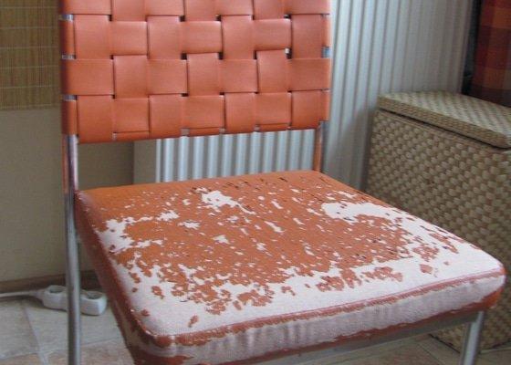 Přečalounění sedáků kuchyňských židlí (4 kusy), molitan s koženkou