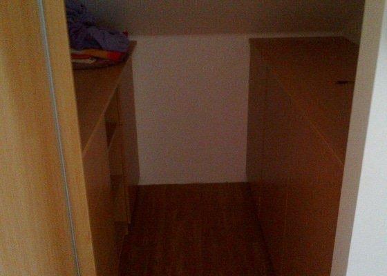 Vestavěné skříně do podkroví