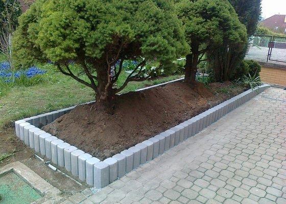 Demontáž starého betonového obrubníku a dodávka a montáž nového obrubníku