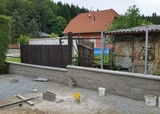 Stavební (rekonstrukce plotu a zámkové dlažby)