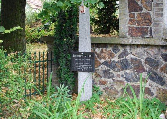 Deska na pomník válečným obětem ve Velkých Přílepech Praha  západ