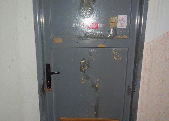 Výměna dveří ve sklepě panelového domu