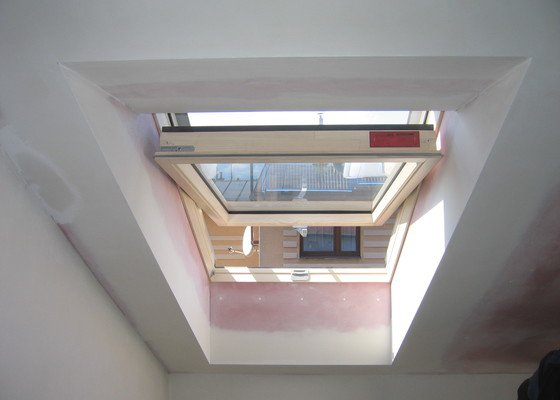Demontáž+montáž sádrokartonů včetně izolací a obalu střešních oken