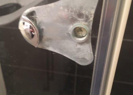 Madlo sprchového koutu